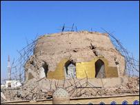 صورة لضريح الإمام العسكري بسامراء بعد الهجوم الأخير، 13 يونيو/حزيران 2007