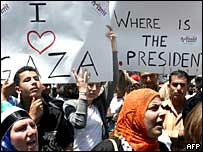 Palestinos protestan en Ramala contra la violencia entre facciones en la Franja de Gaza
