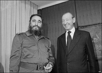 Fidel Castro talks with Kurt Waldheim in Waldheim's UN office in New York, 12 October 1979