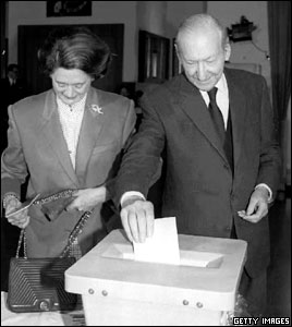 Kurt Waldheim and his wife Elisabeth cast their votes in the Austrian presidential elections, 26 April 1992