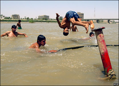 Iraqi youths cool off in the River Tigris