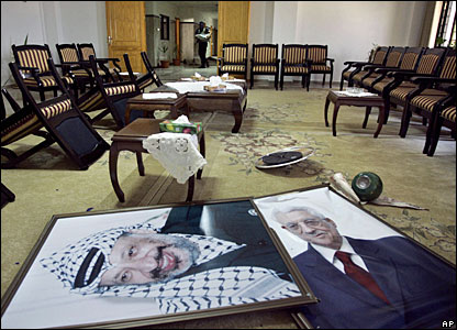 Portraits of Yasser Arafat and Mahmoud Abbas