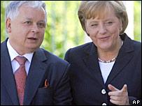 Lech Kaczynski and Angela Merkel