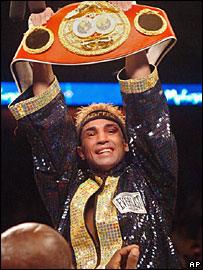 Malignaggi celebrates with his belt