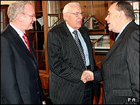 Martin McGuinness looks on as Ian Paisley and Alex Salmond shake hands
