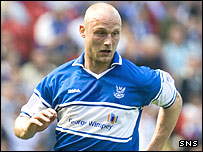 Simon Mensing ina ction for St Johnstone