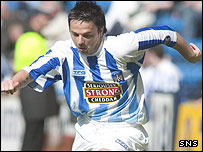 Stevie Murray in action for Kilmarnock