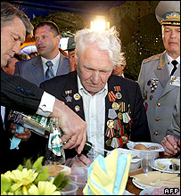 Ukrainian leader Viktor Yushchenko serving vodka to World War II veterans