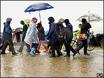 Fans in rain at Glastonbury Festival 2005
