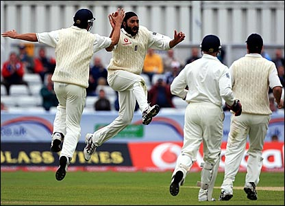 Monty Panesar (second left) leaps into the air after dismissing Marlon Samuels for 2