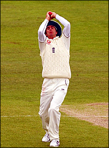 Michael Vaughan catches Daren Powell