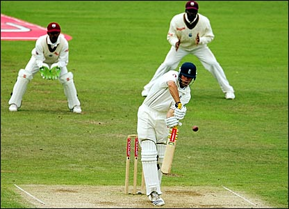 Alastair Cook edges to Dwayne Bravo at second slip (unseen)