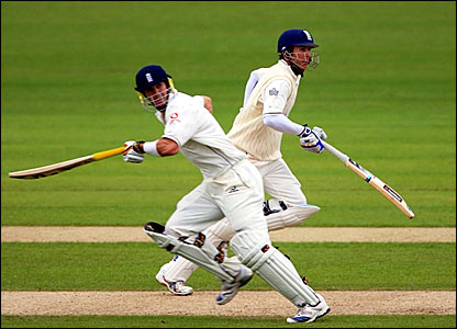Kevin Pietersen (left) and Michael Vaughan run between the wickets