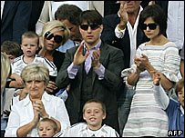 Victoria Beckham (L), US actor Tom Cruise (C) and his wife Katie Holmes watch Real Madrid play Mallorca