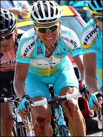 Vinokourov grimaces with the pain of injured knees