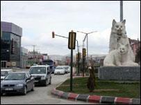 Статуя кошек
