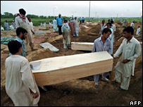 Those killed in the Red Mosque siege are buried
