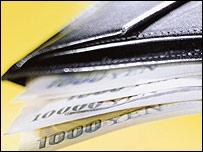 Una billetera con yenes