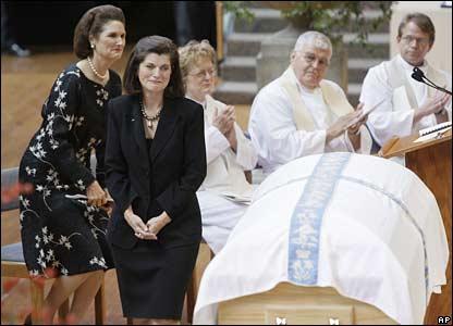 Luci Baines Johnson (second left) stands near Lady Bird Johnson's coffin