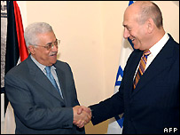 Israeli PM Ehud Olmert (r) and Palestinian Authority President Mahmoud Abbas in Jerusalem - 16/07/2007