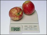 Manzanas sobre una balanza