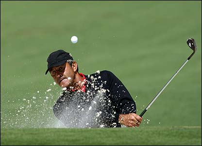 Ballesteros splashes out of a bunker at the 2007 Masters