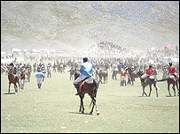 The end of the match at the Shandur festival