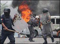 Mexican police in Oaxaca