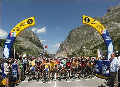 Riders at the start in Val d'Isère