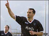 Stephen Glass celebrates with Dunfermline