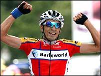 Juan Mauricio Soler Hernandez  celebrates victory