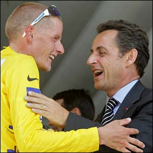 Michael Rasmussen is congratulated by France President Nicolas Sarkozy