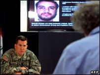 البريغادير جنرال كيفين بيرغنر، أحد الناطقين باسم الجيش الأمريكي معلنا للصحافة في الثاني من شهر يوليو/تموز 2007 اعتقال قائد ميداني من حزب الله اللبنانيِ