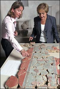 Museum of London archaeologist Sophie Jackson and culture minister Margaret Hodge studying Roman murals