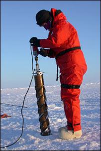 Ice coring. Image: Bluhm/Gradinger