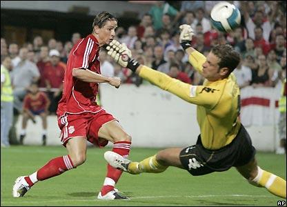 Torres goas close