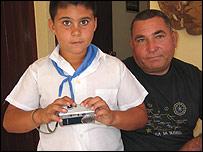 Sebastián y su nieto Foto: Raquel Perez