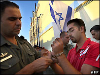 Palestinian prisoners prepared for release at Ketziot prison in southern Israel - 20/07/2007