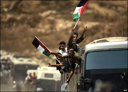 Released Palestinian prisoners at a checkpoint on their way to Ramallah