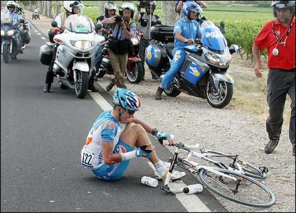 Stef Clement from Bouygues Telecom is parted from his bike