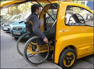 Photo of the yellow Kenguru electric vehicle