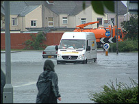 A van trapped in Swindon pic by Lee Williams