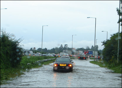 Flooding on A40 dual carriageway just outside Gloucester to Ross-on-Wye UGC