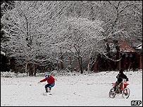 Niños en la nieve, Buenos Aires.