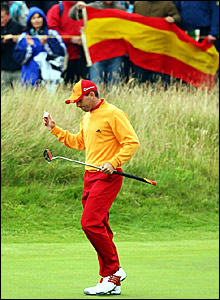 Sergio Garcia acknowledges the crowd after a birdie on the first hole