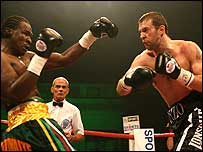 Enzo Maccarinelli unleashes a right hand against Wayne Braithwaite