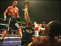 Enzo Maccarinelli sends Wayne Braithwaite to the canvas in the fifth