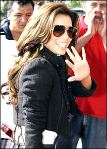 Eva Longoria turns up for the match