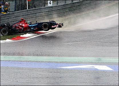 Toro Rosso driver Vitanonio Liuzzi spins off