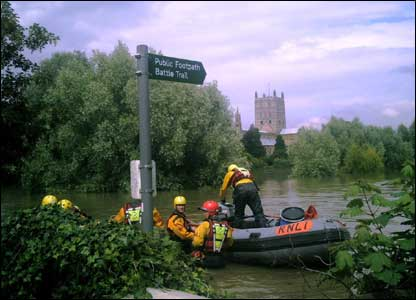 The RNLI lifeboat team sets off to rescue people trapped at Tewkesbury hospital